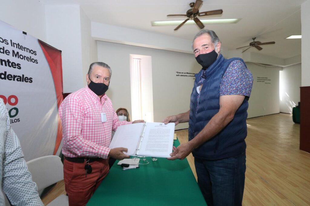 El diputado local Gabriel Haddad registrándose como precandidato al Congreso Federal.