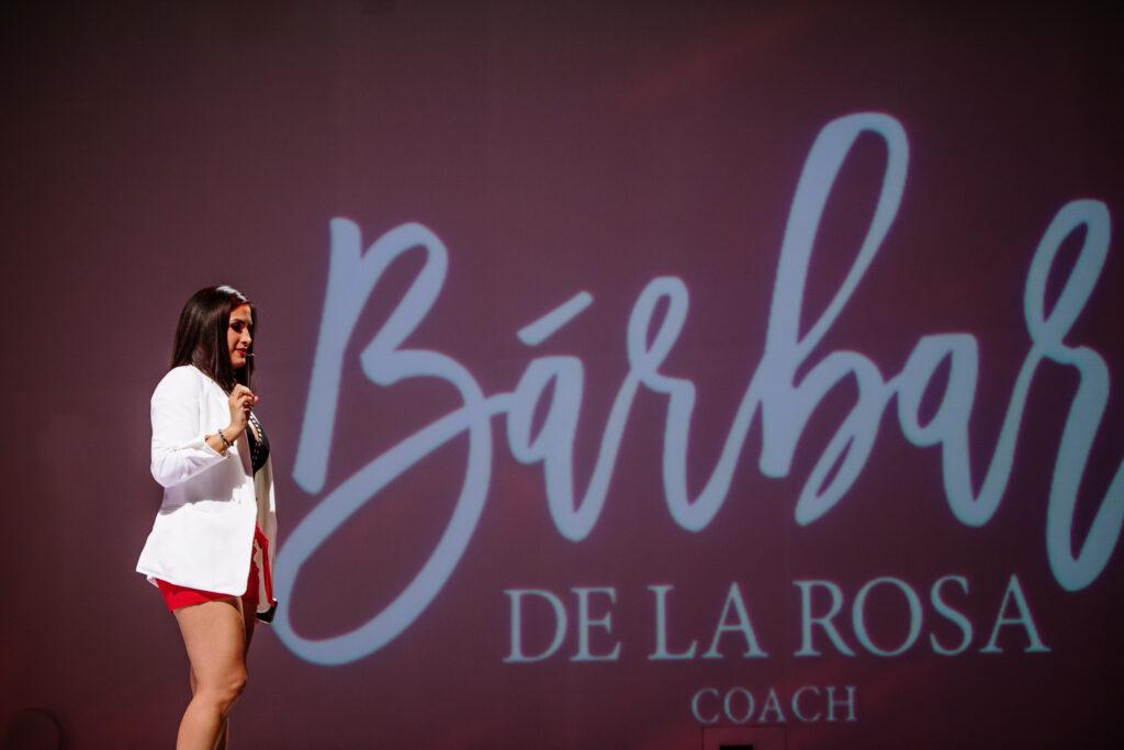 La empresaria y especialista en emprendimiento femenino, Bárbara de la Rosa, señala la necesidad de apoyar a las mujeres en sus empresas.